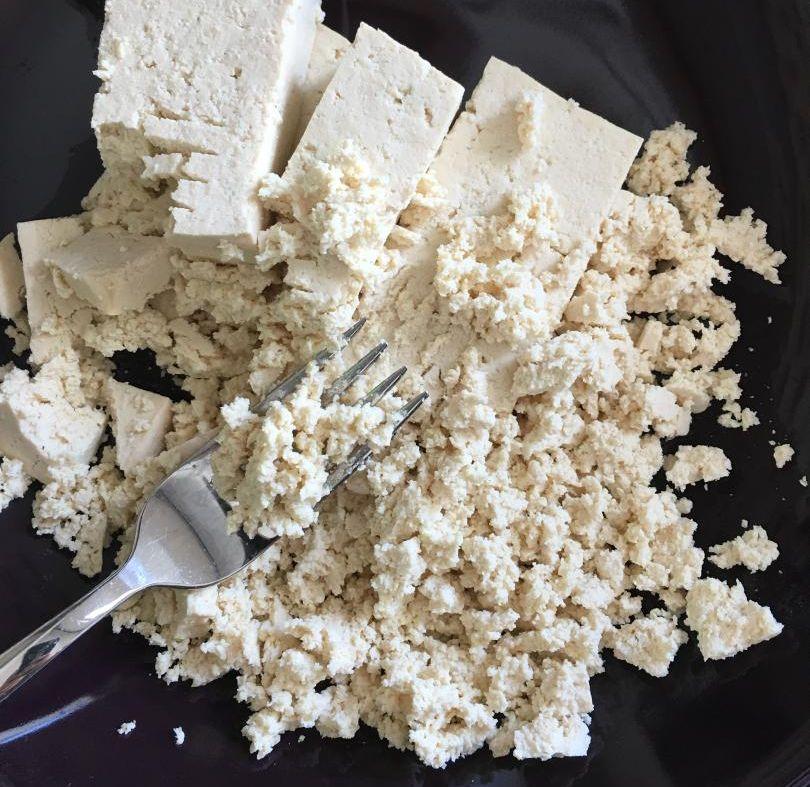 fırında börek tarifi için en önemli malzeme: ufalanmış tofu