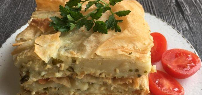 fırında peynirli börek piştikten sonra servise hazır