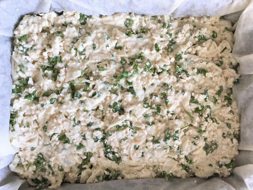 hazır yufkayla peynirli börek yaparken içi eşit dağıtıyoruz
