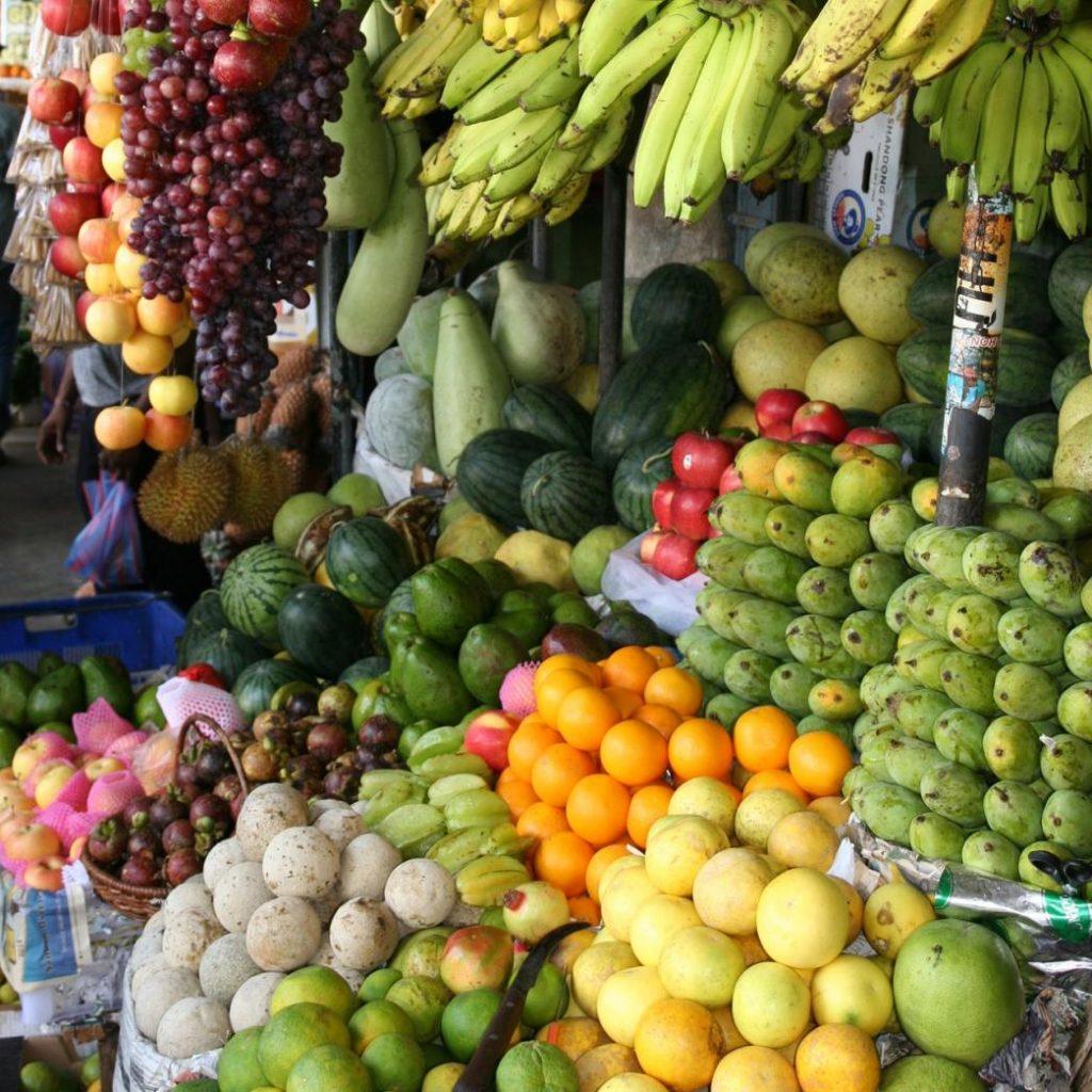 çiğ beslenme diyetinde sebze meyveler pişirilmeden tüketiliyor