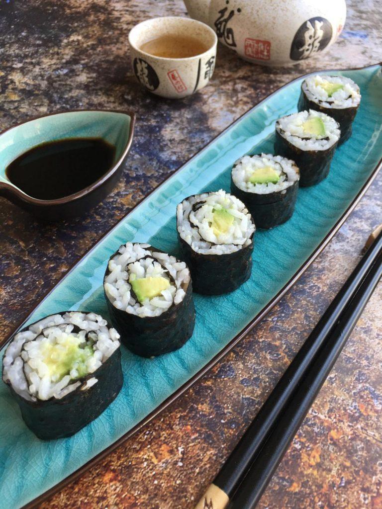 avokado makilerinizi uzun bir tabakta servis edin