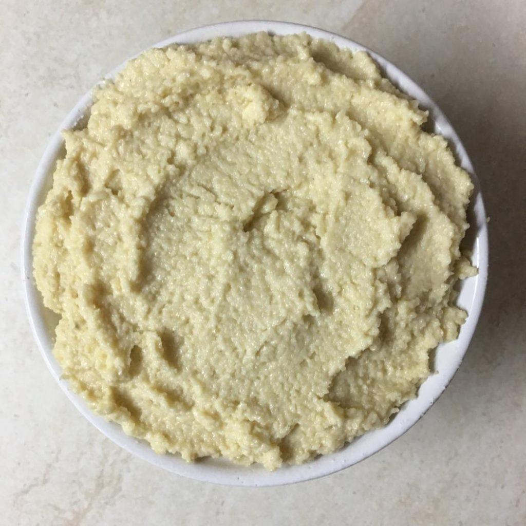 vegan kahvaltı için kaju peyniri