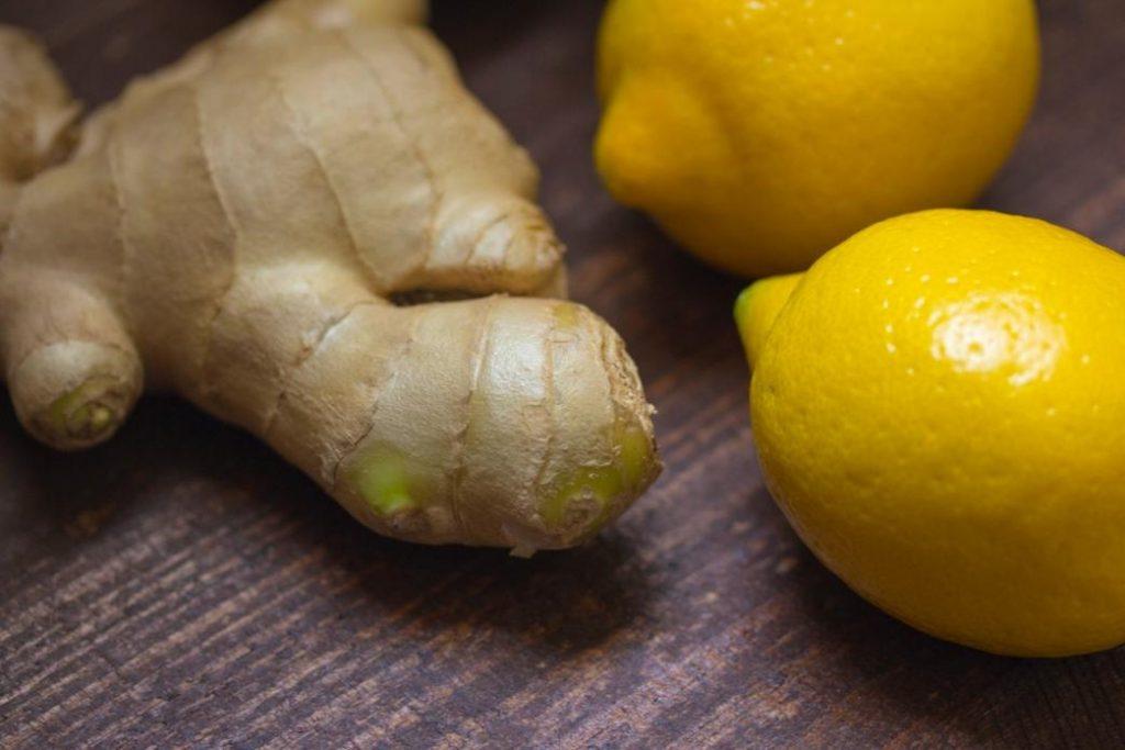 bağışıklık sistemini güçlendiren bitkilerden zencefil ve limon