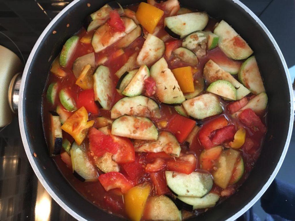 tarifte kullandığım sebzeler pişerken