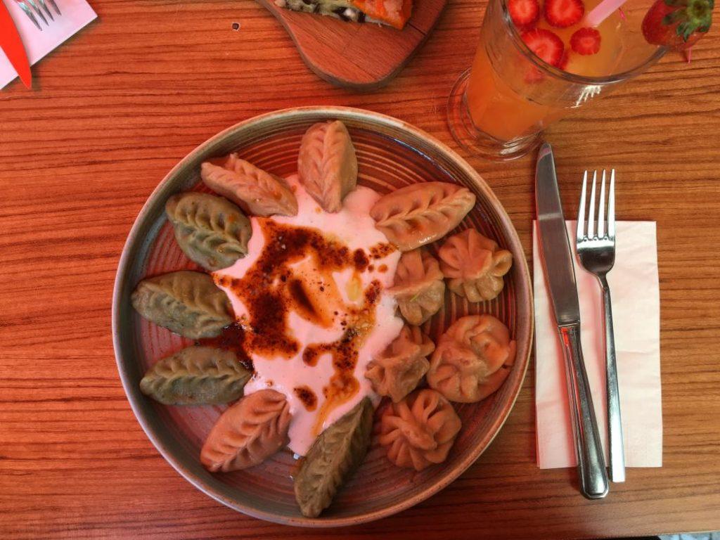 mr dumpling 'de yediğimiz haşlanmış vegan mantı