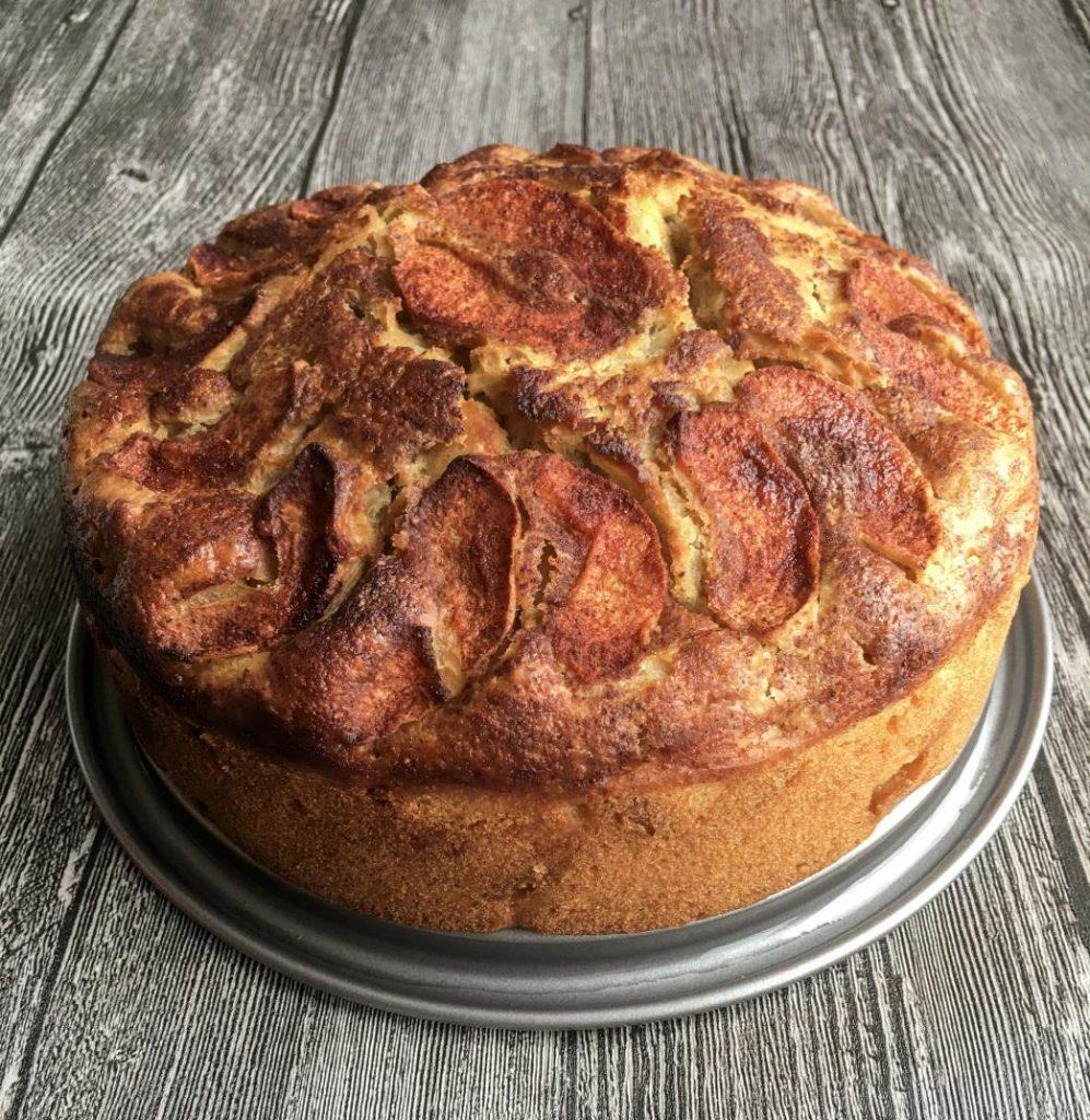 vegan tarçınlı elmalı vegan kek yuvarlak kalıpta