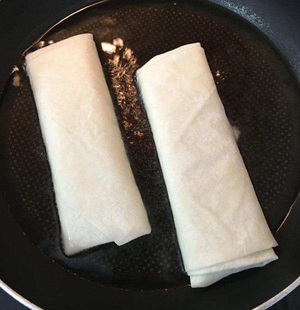 yufkadan paçanga böreği yapıp tavada bu şekilde kızartabilirsiniz