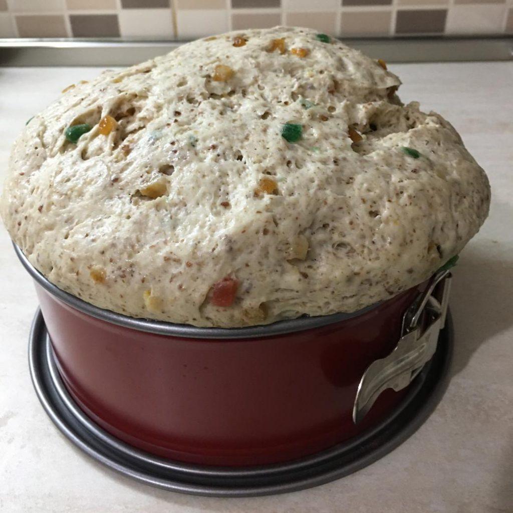 vegan panettone tarifi ile hazırlanıp mayalanmış hamur