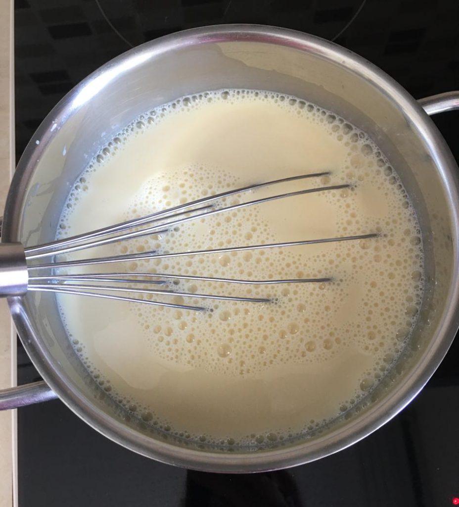 bütün malzemelerimiz tencerede pişiriyoruz